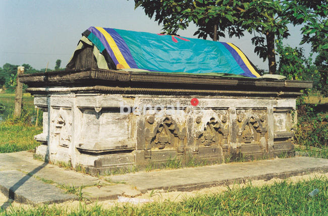 Travel to Bangladesh Ghiyasuddin Azam Shah's Tomb